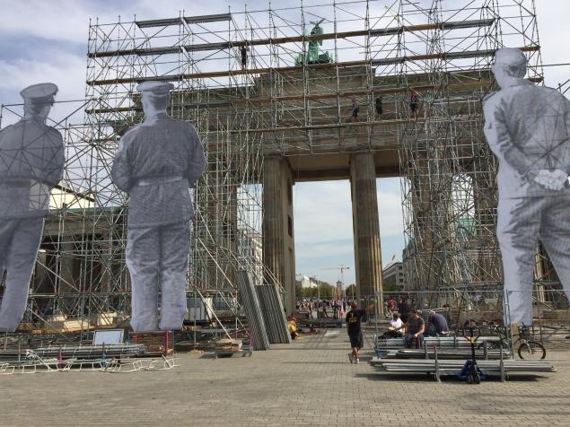 Brandenbeerger Tur Set Up for a Reunification Celebration